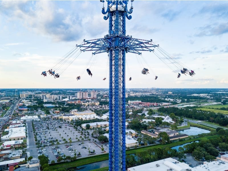 StarFlyer swinging in the air