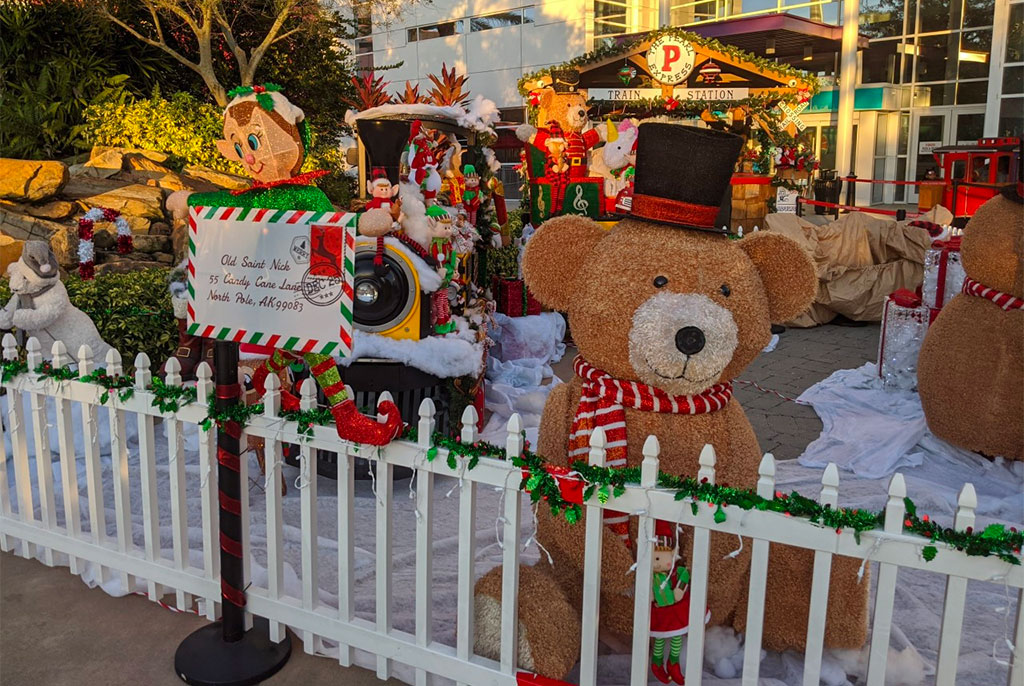 outdoor holiday decorations at ICON Park